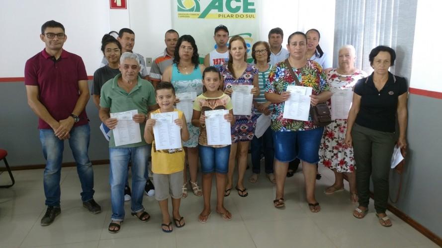 ACE ENTREGA VALES-COMPRAS AOS GANHADORES DA PROMOÇÃO DE NATAL